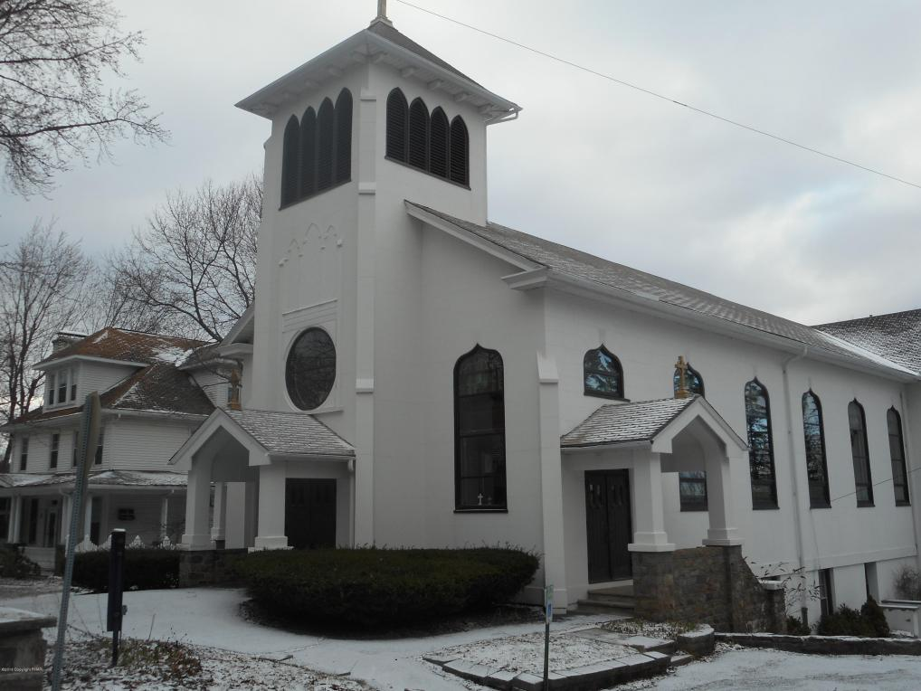 25 Fairview Ave, Mount Pocono, PA 18344
