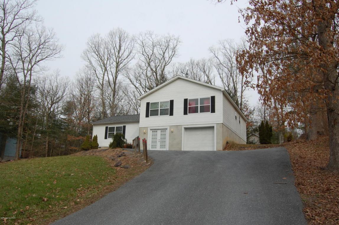 621 Rimrock Rd, Bartonsville, PA 18321