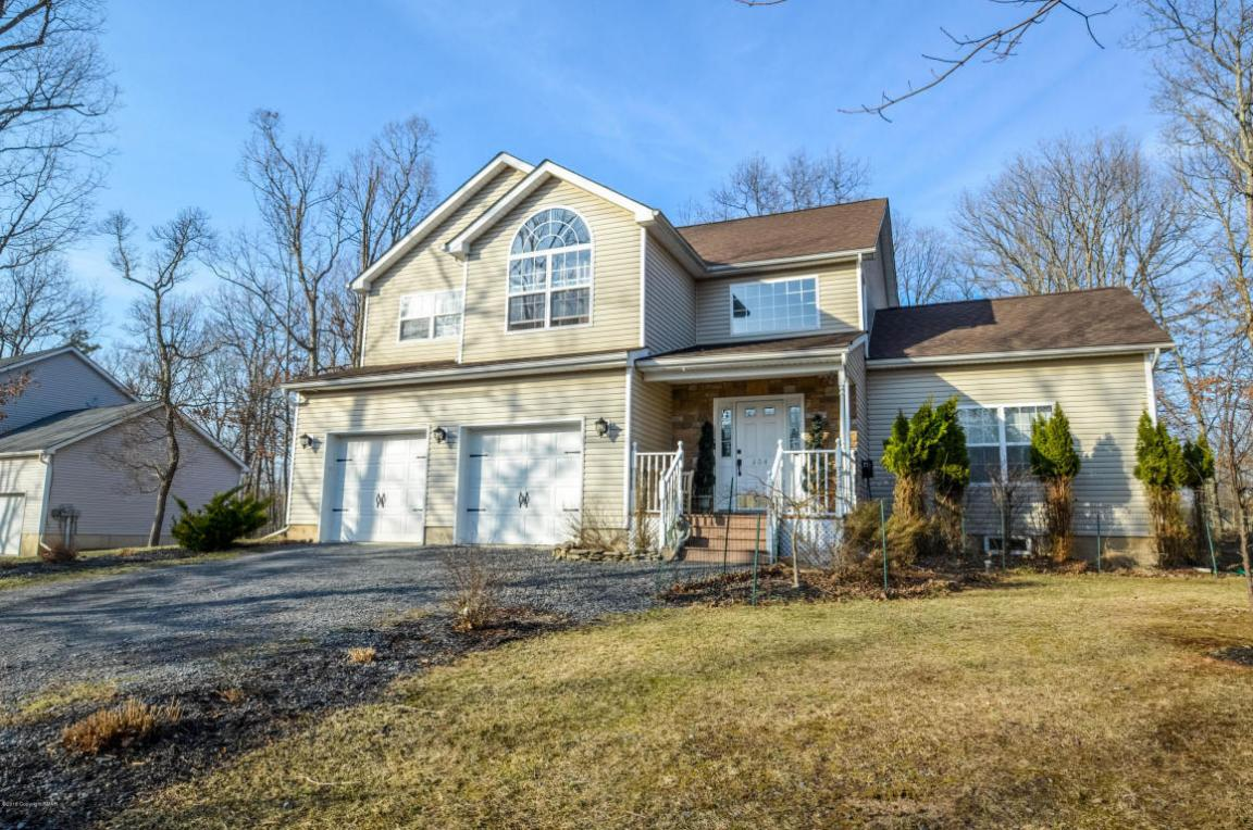 604 Gallion Dr, Tamiment, PA 18371