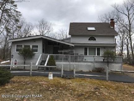 300 Gold Finch Rd, Bushkill, PA 18324