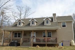 2152 Shore Line Dr, Pocono Summit, PA 18346