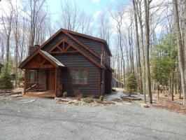 5460 Woodland Ave, Pocono Pines, PA 18350
