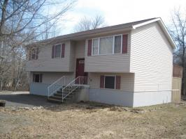 405 Cedar Dr, Long Pond, PA 18334