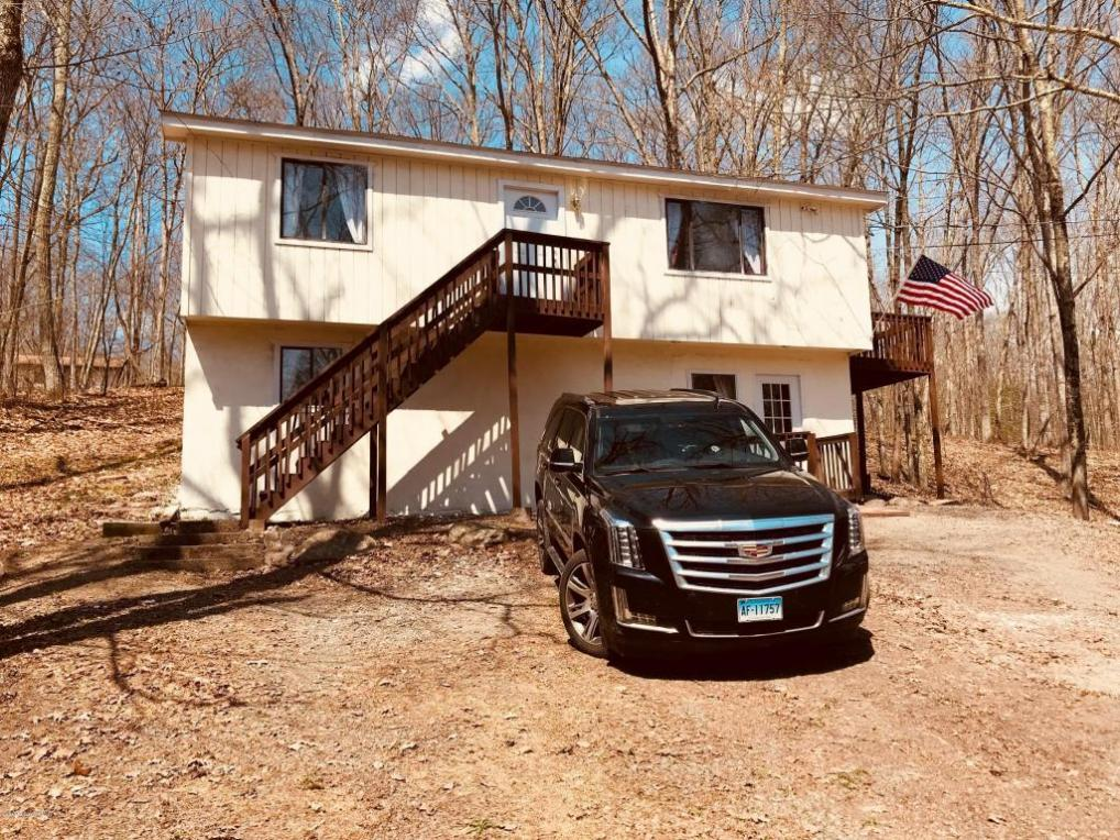 397 Timber Hill Rd, Henryville, PA 18332