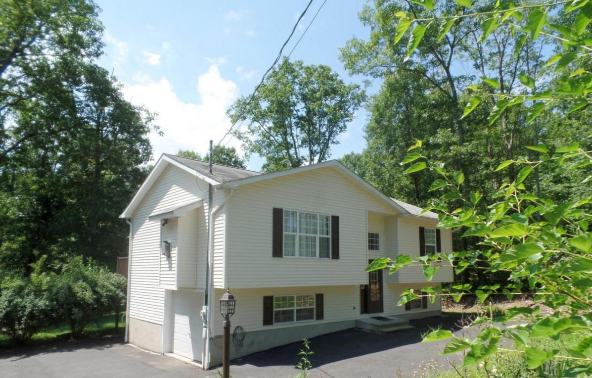 260 Timber Hill Rd, Henryville, PA 18332