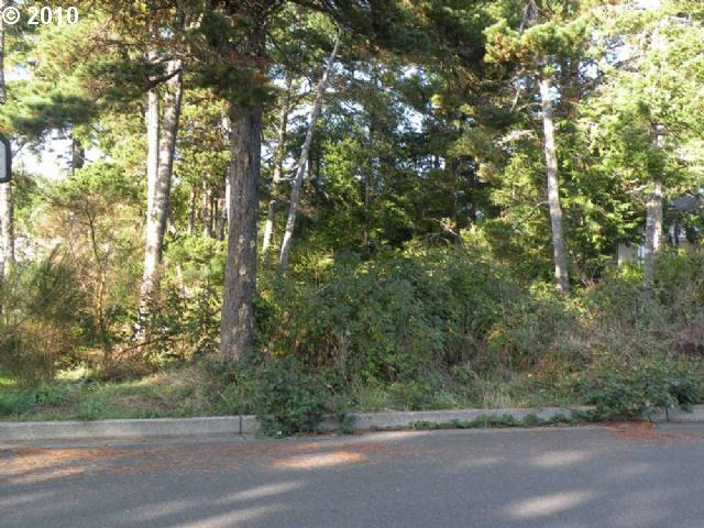 37th St, Florence, OR 97439