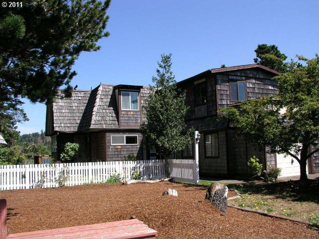 9205 Trout Pl, Gleneden Beach, OR 97388