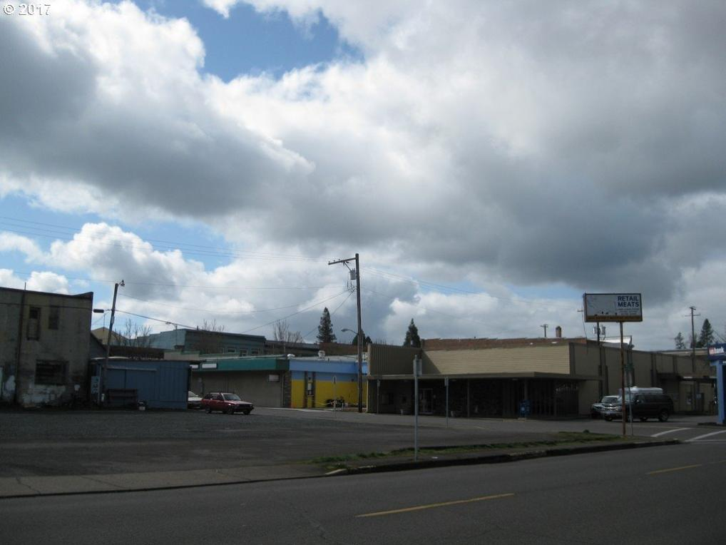 26 N 7th St, Cottage Grove, OR 97424