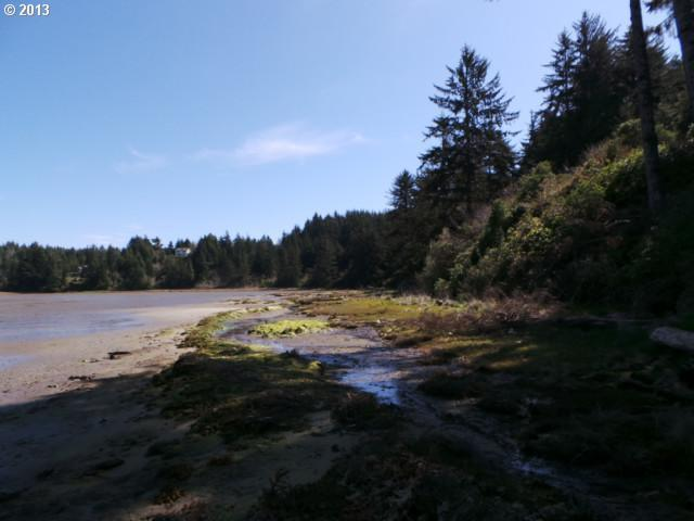 62322 Crown Point Rd, Coos Bay, OR 97420