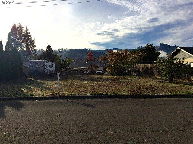 E Third St, Sutherlin, OR 97479