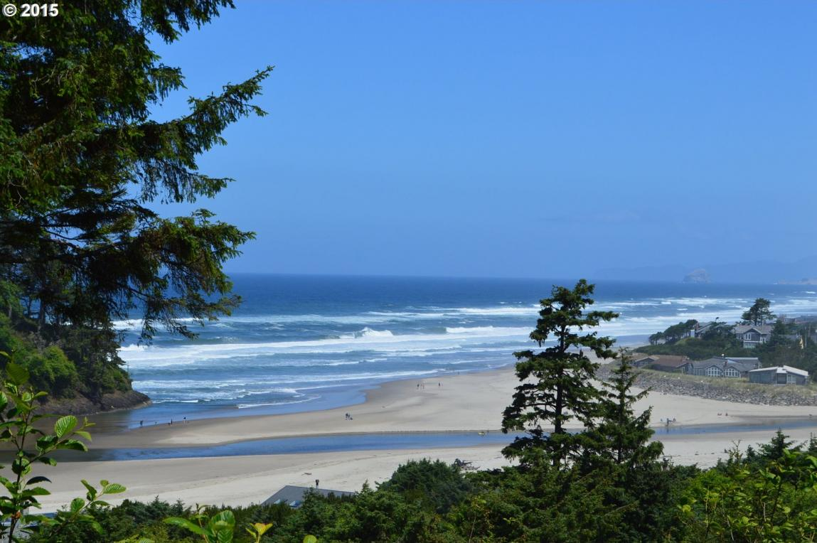 Knoll Ter, Neskowin, OR 97149