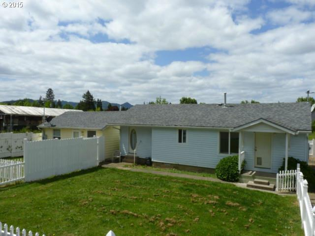 181 SE Darrell Ave, Winston, OR 97496