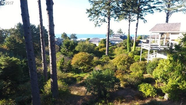 125 West Bay Point Rd, Gleneden Beach, OR 97388