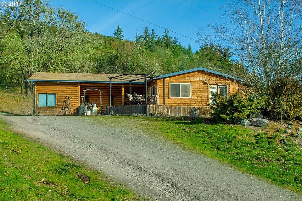 890 Circle Star, Roseburg, OR 97470