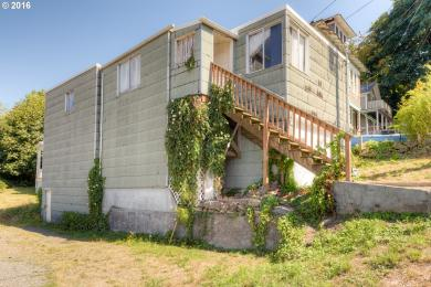 626 30th St, Astoria, OR 97103
