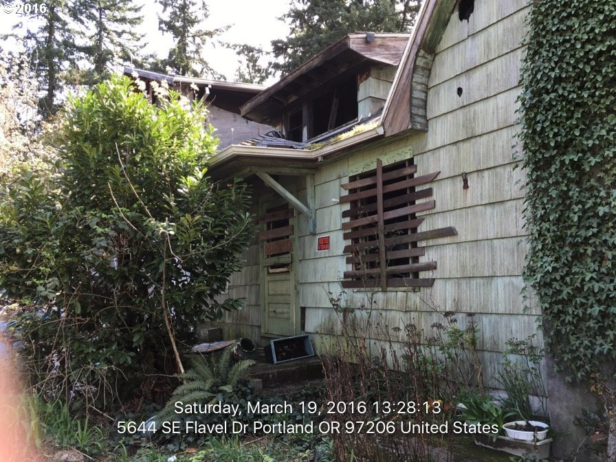5644 SE Flavel Dr, Portland, OR 97206
