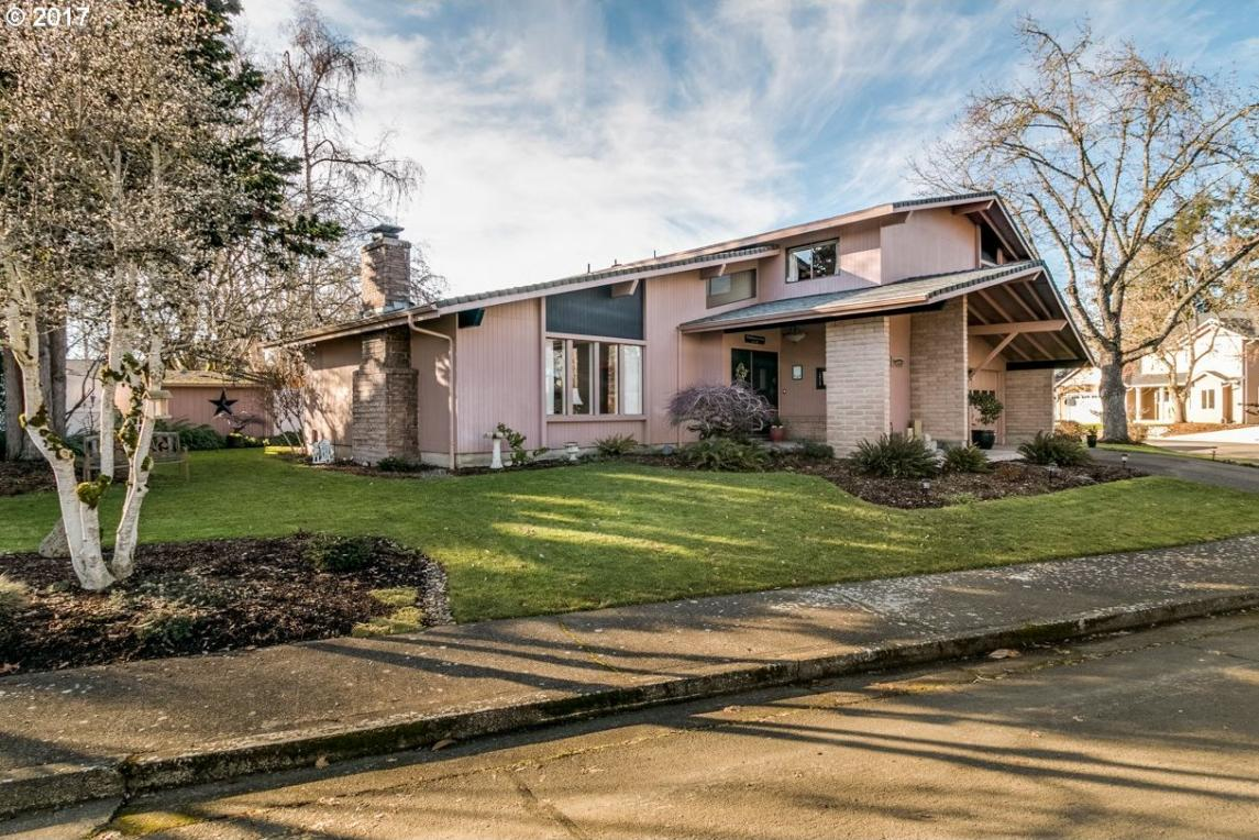 1245 Quince Dr, Junction City, OR 97448