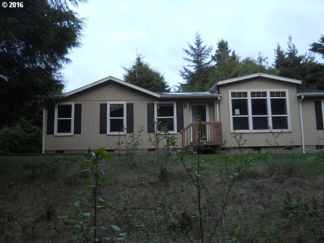 745 SW Edgewater Dr, Waldport, OR 97394