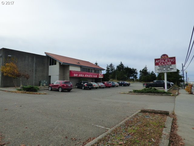 985 Newmark Ave, Coos Bay, OR 97420