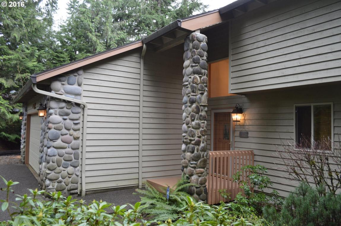 25895 E Bright Ave, Welches, OR 97067