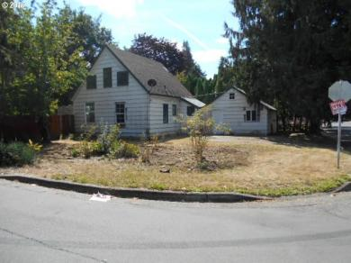 1074 W Lincoln St, Woodburn, OR 97071