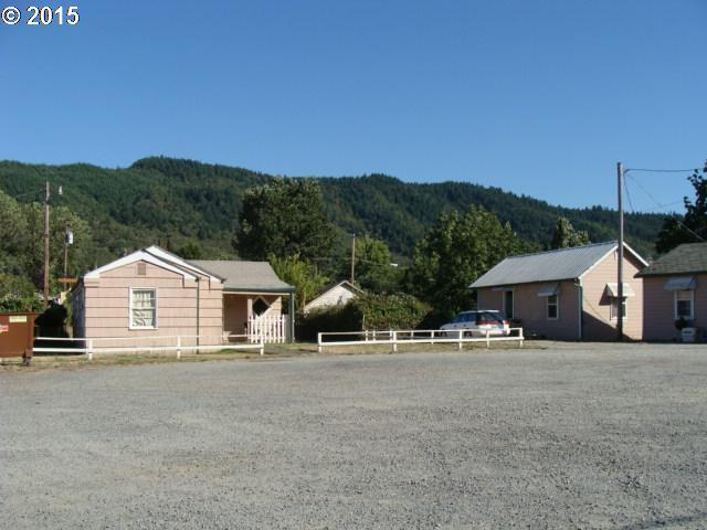 1034 N Old Pacific Hwy, Myrtle Creek, OR 97457