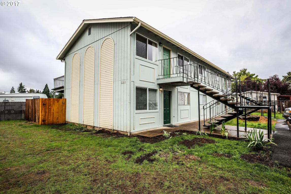 228 S 53rd St, Springfield, OR 97478