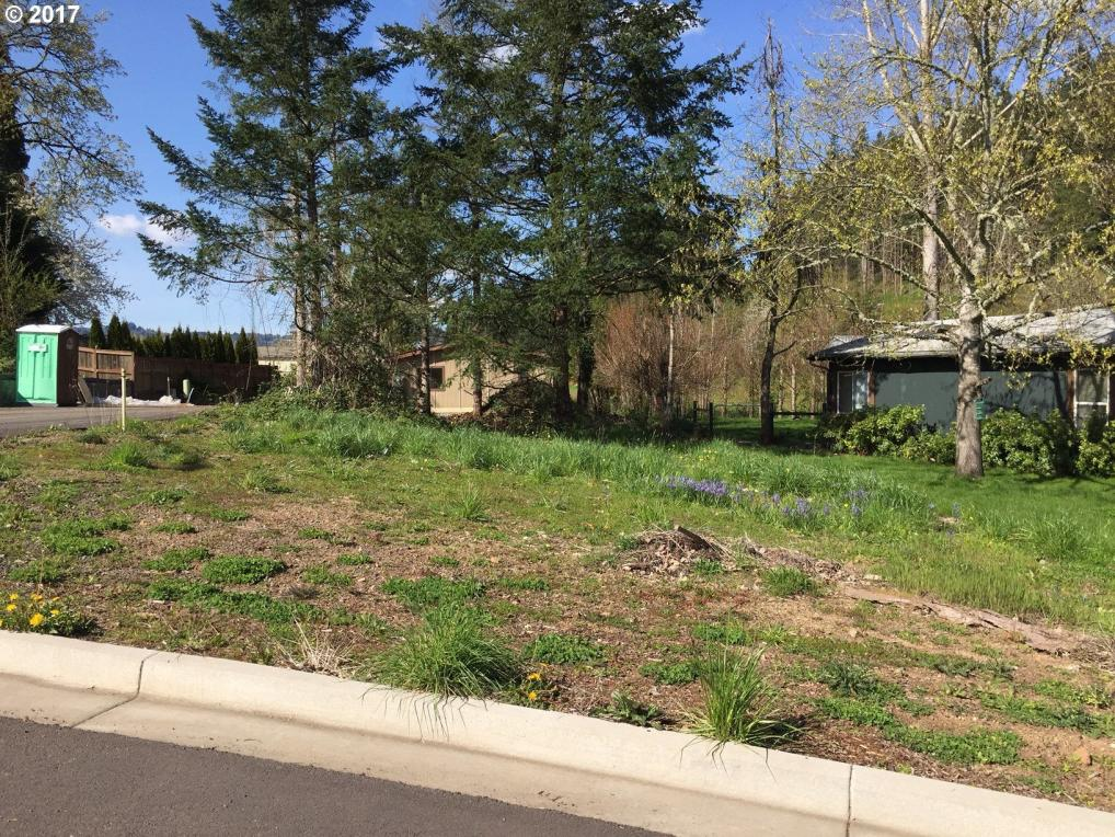 989 S 58th St, Springfield, OR 97478