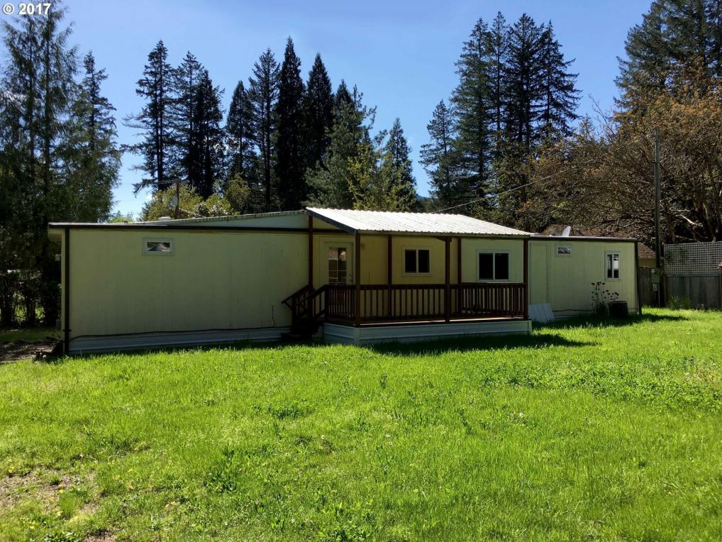 51791 Echo St, Blue River, OR 97413