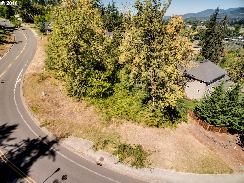 320 Mountaingate Dr, Springfield, OR 97478