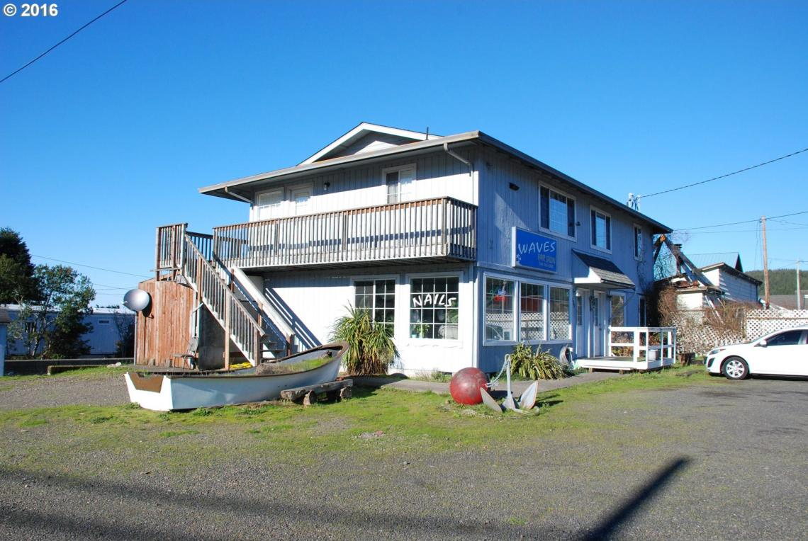 793 Broadway Ave, Winchester Bay, OR 97467