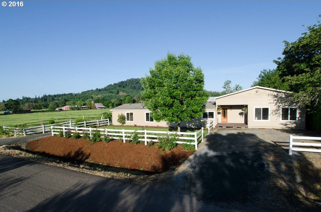 740 S 15th St, Philomath, OR 97370