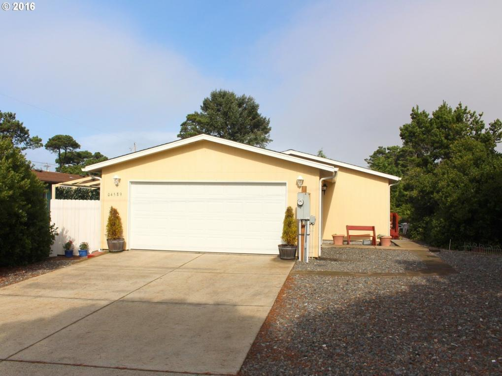 4589 Foulweather St, Florence, OR 97439