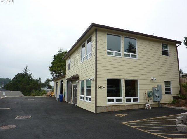 1424 SE 9th St, Lincoln City, OR 97367