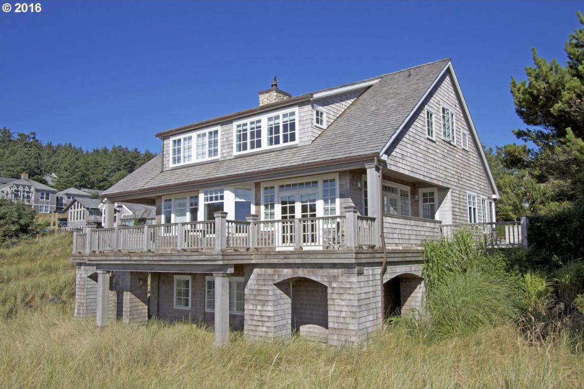 698 Oak St, Cannon Beach, OR 97110