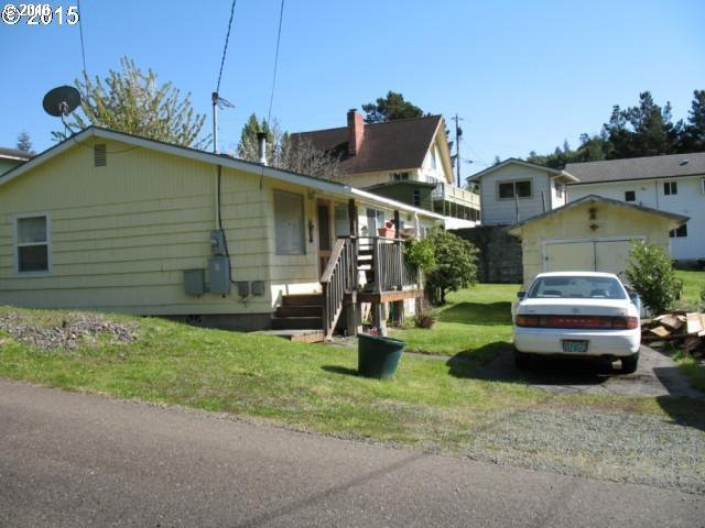 2054 Stover Ln, Myrtle Point, OR 97458