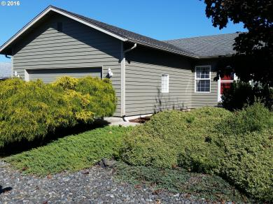 1923 Garfield St, North Bend, OR 97459