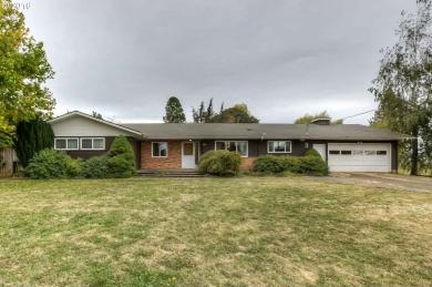 1215 E College St, Mt. Angel, OR 97362