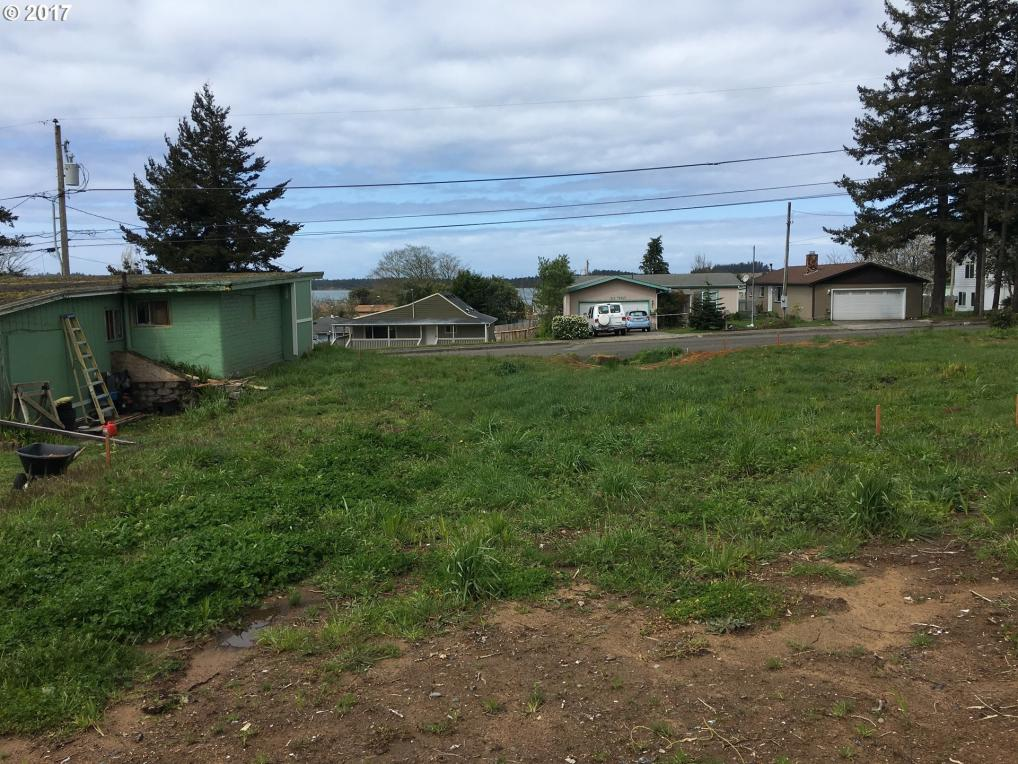 559 S Wall St, Coos Bay, OR 97420