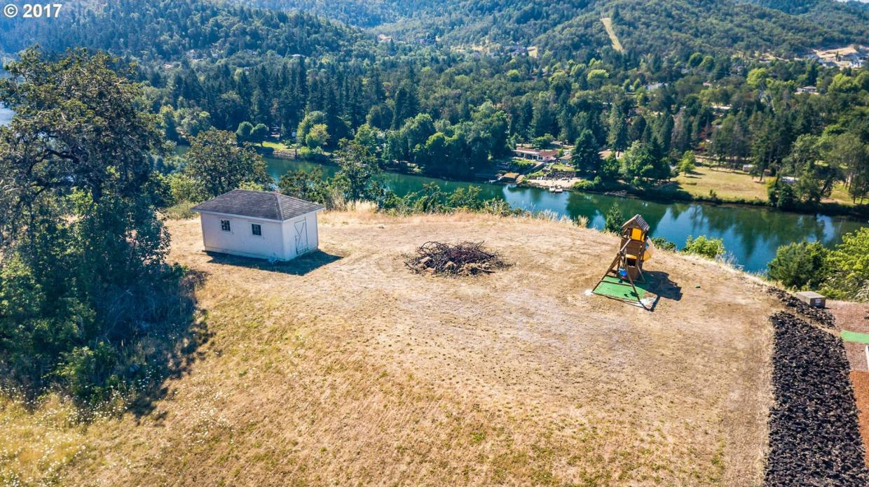 175 Boatwatch Ln, Roseburg, OR 97470