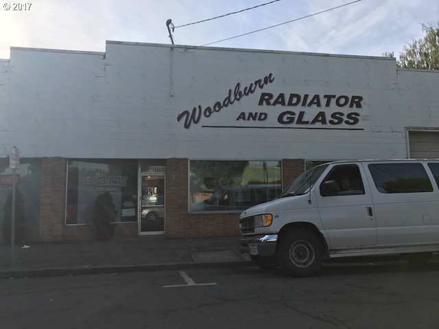 375 N 1st St, Woodburn, OR 97071