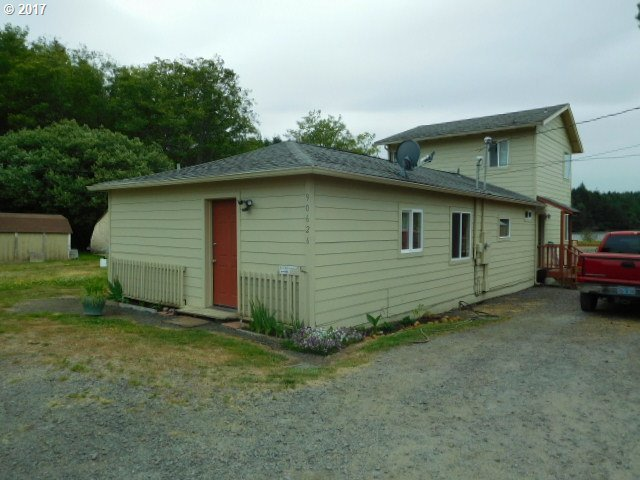 90626 Abbey Ln, Coos Bay, OR 97420
