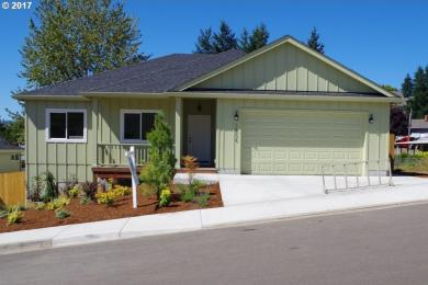 1530 Red Hills Dr, Cottage Grove, OR 97424