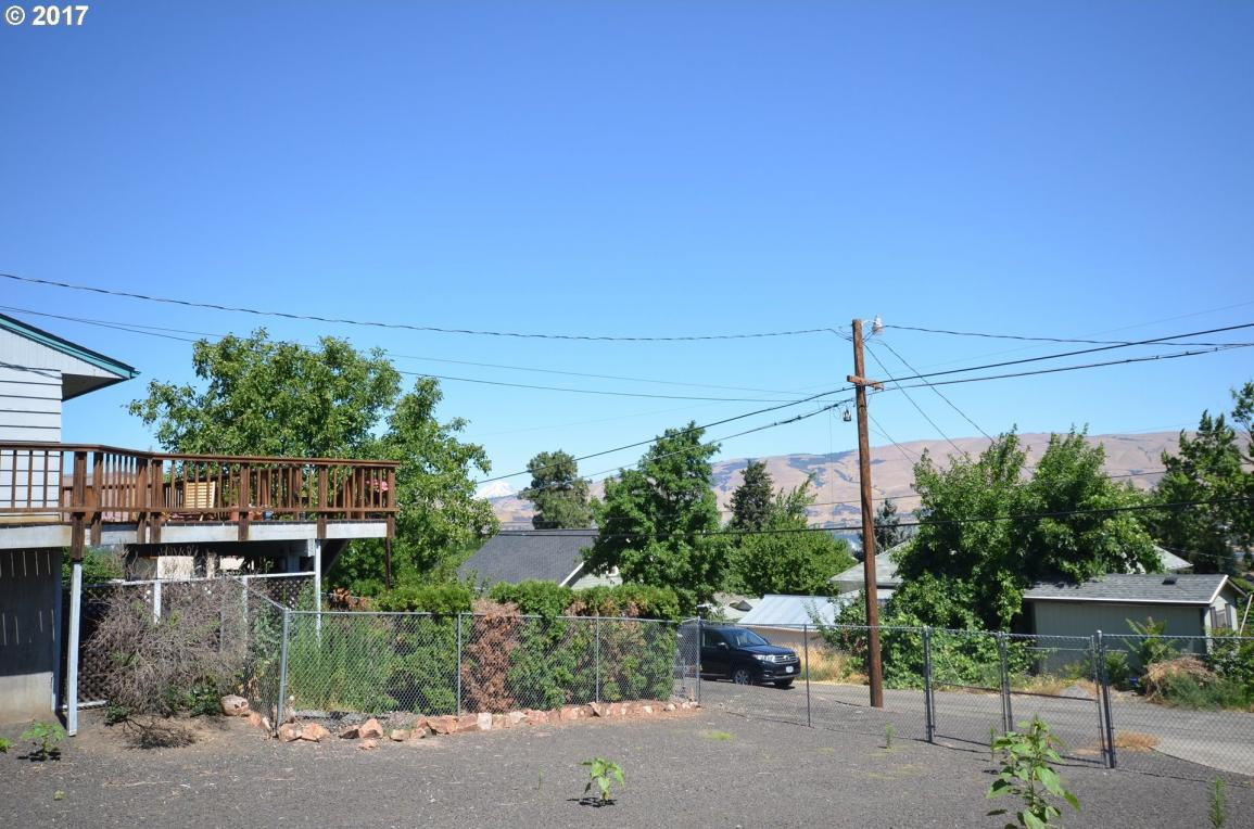 W 14th St, The Dalles, OR 97058