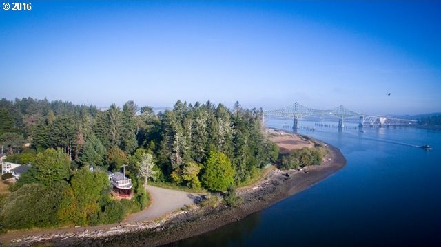 1225 Ferry Rd, North Bend, OR 97459