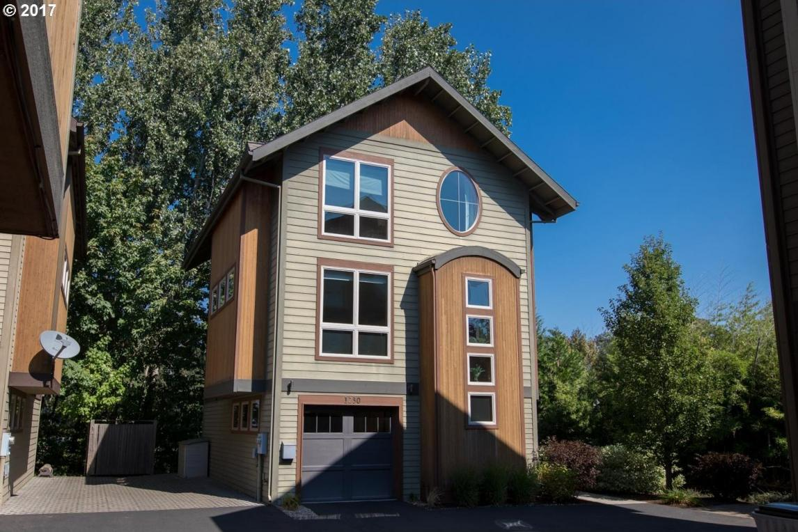 1230 Pear Tree Ln, Hood River, OR 97031