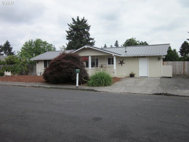33691 Karen Pl, Scappoose, OR 97056