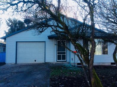 222 W 3rd St, Molalla, OR 97038
