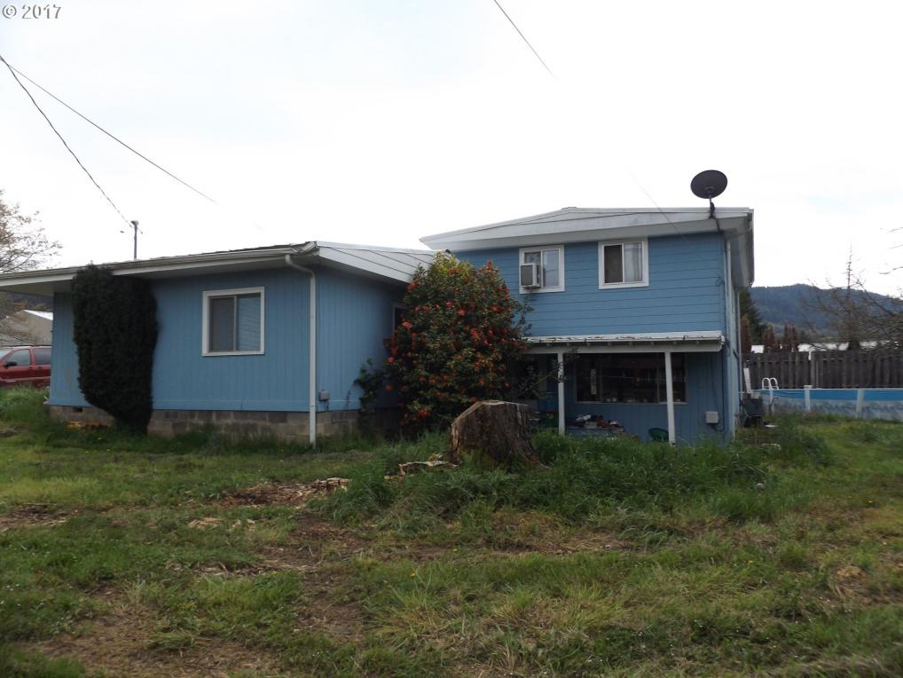 170 Fir St, Myrtle Creek, OR 97457