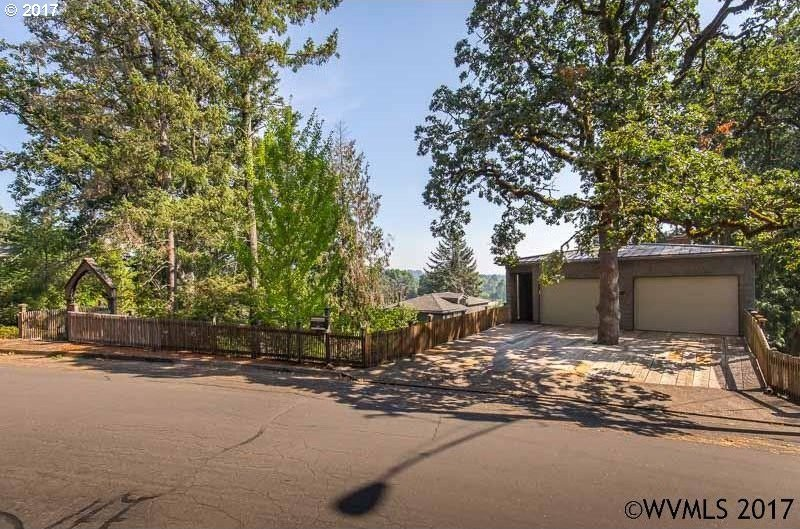 1717 NW Hillcrest Dr, Corvallis, OR 97330